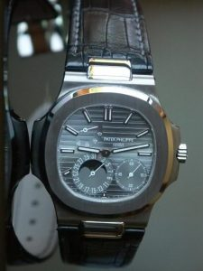 Patek Philippe Nautilus attached on Alligator Strap made by ABP Concept (source: www.rwg.bz)